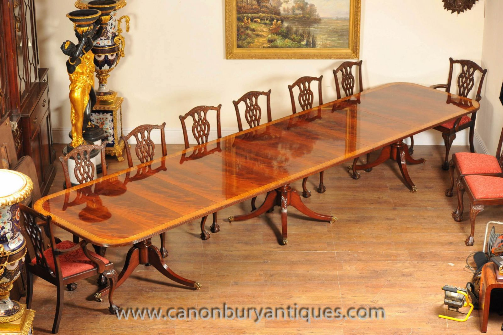 Large Regency pedestal table in sumptuous flame mahogany