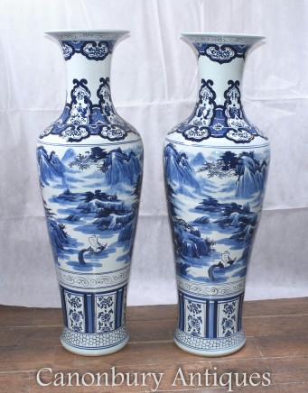 Chinese Porcelain Blue and White Urns Vases - Nanking China