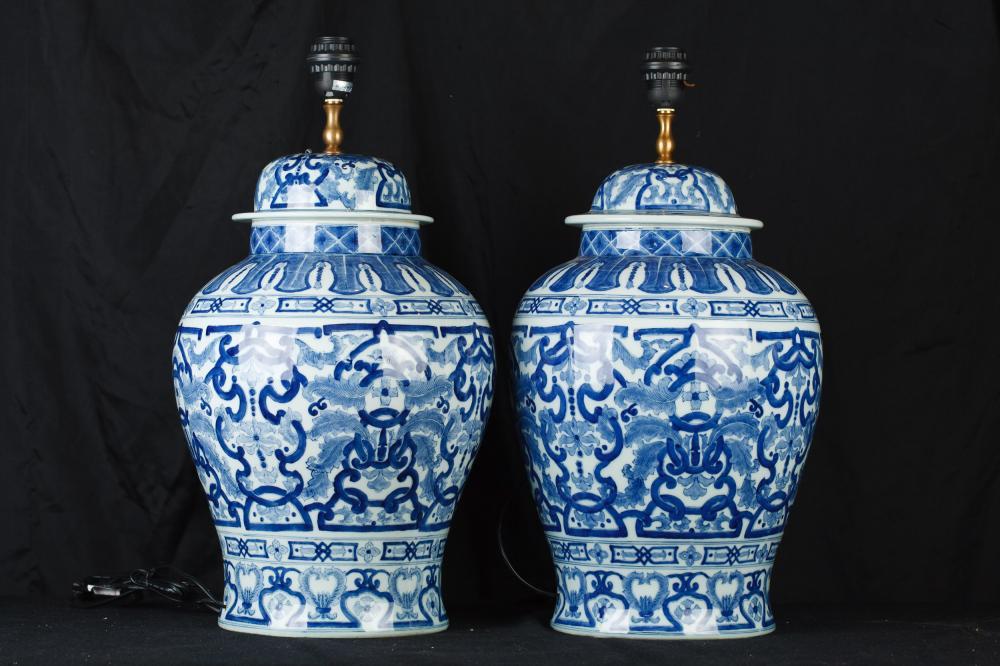 pair chinese blue and white porcelain urn lamps ginger jar table. Black Bedroom Furniture Sets. Home Design Ideas