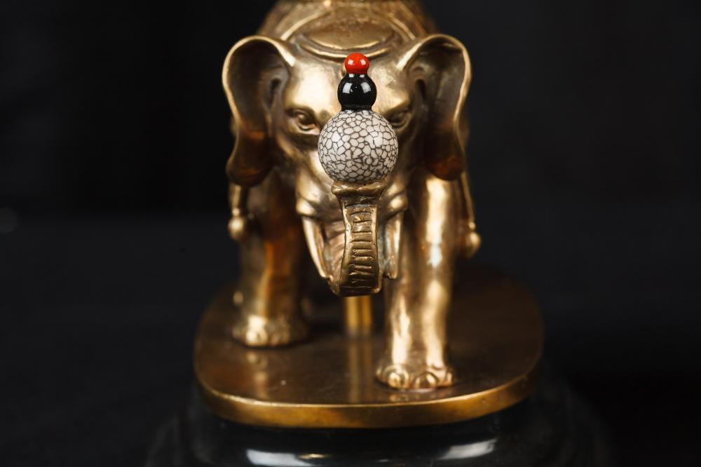 Pair Chinese Porcelain Ormolu Elephant Lamp Bases Table Lights : Pair Chinese Porcelain Ormolu Elephant Lamp Bases Table Lights 1450159645 product 63 from canonburyantiques.com size 1000 x 666 jpeg 41kB