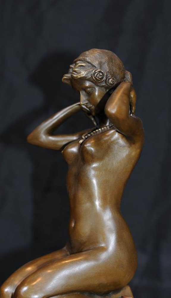 Naked Lady Statue 51