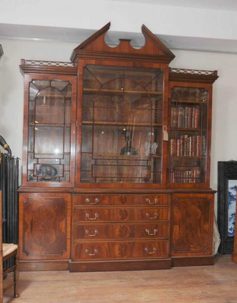 Mahogany victorian breakfront bookcase gothic bookcases for Chippendale meuble