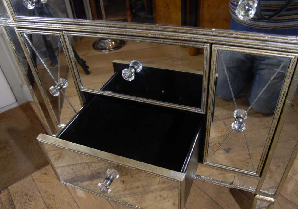 Mirrored art deco commode chest drawers for Commode miroir art deco
