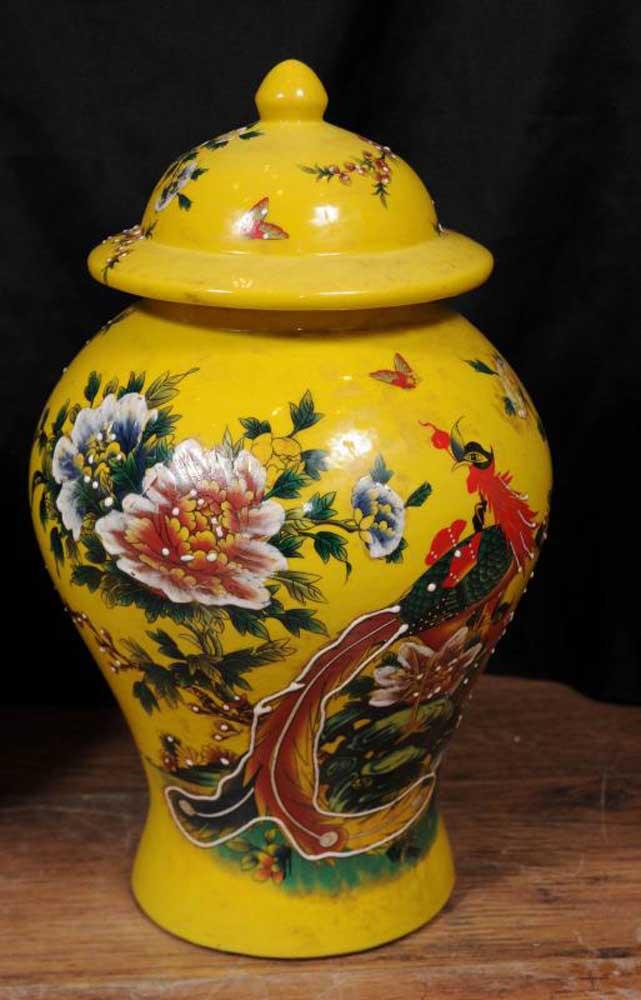 pair chinese ming porcelain floral ginger jars vases urns. Black Bedroom Furniture Sets. Home Design Ideas