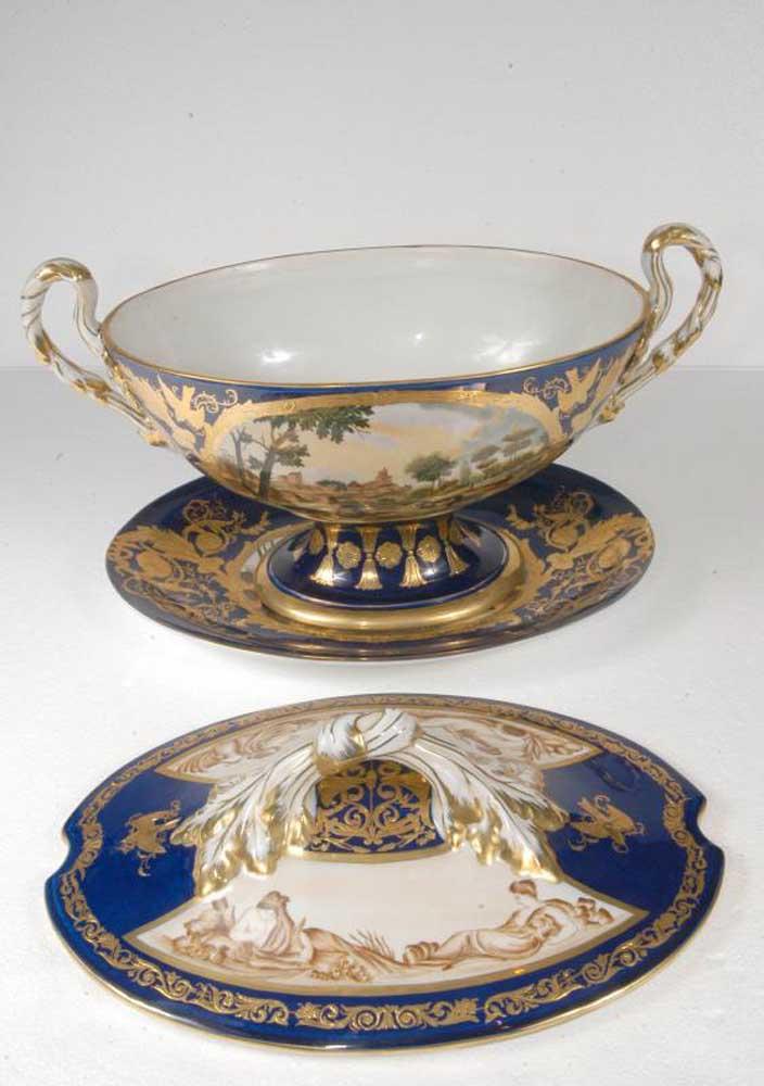 pair french limoges porcelain tureens dishes bowls. Black Bedroom Furniture Sets. Home Design Ideas