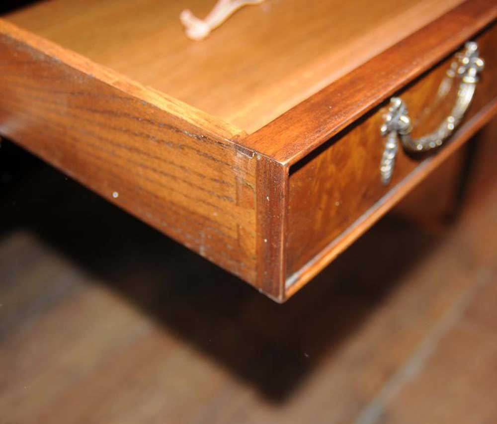 Walnut gillows desk writing table bureau plat regency for Bureau table