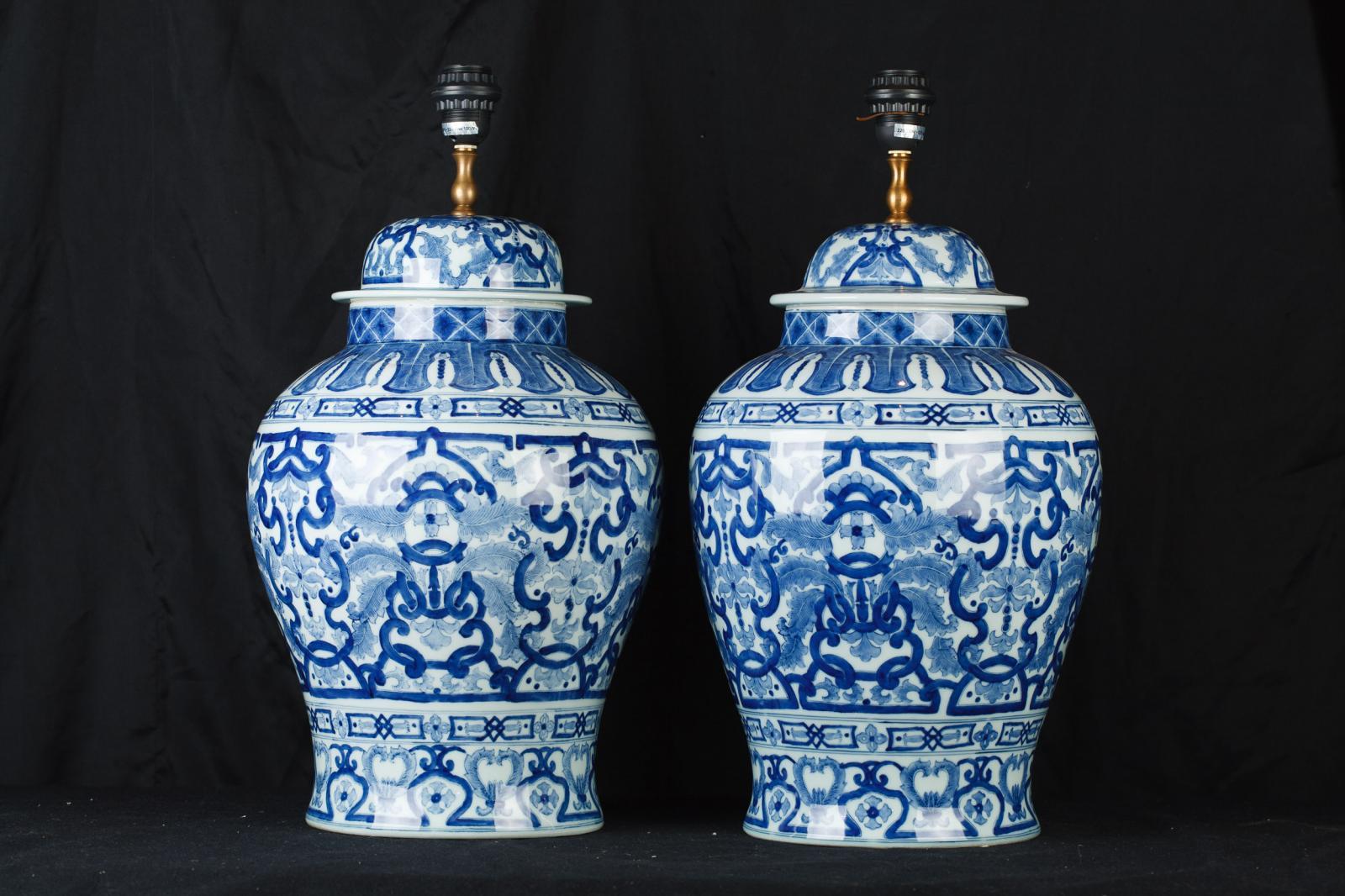 chinese blue and white porcelain urn lamps ginger jar table lights. Black Bedroom Furniture Sets. Home Design Ideas