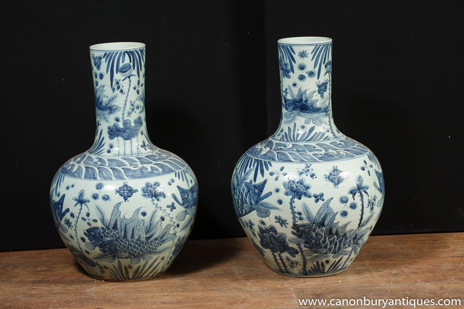 pair chinese kangxi blue white porcelain urns bulbous vases ebay. Black Bedroom Furniture Sets. Home Design Ideas