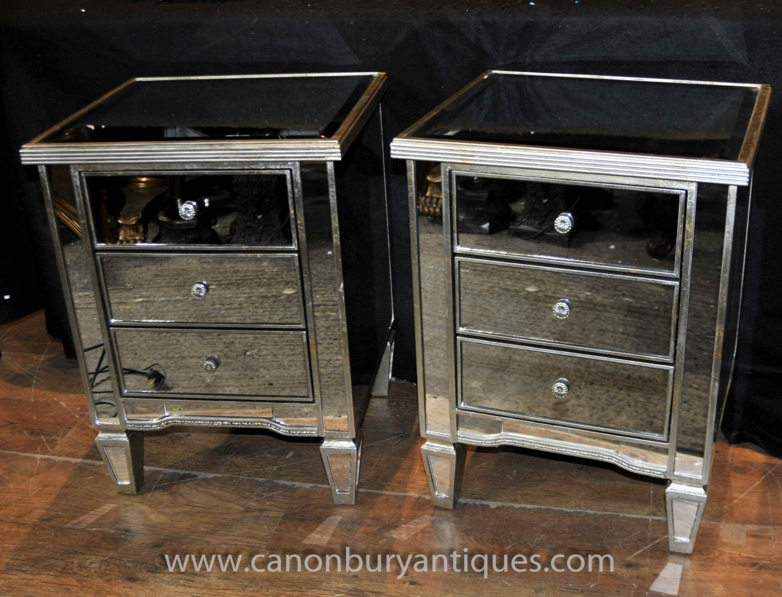 Pair art deco mirrored bedside chest drawers tables for Table de nuit art deco