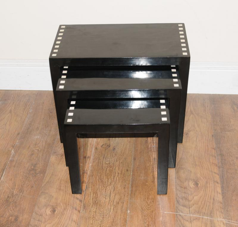 Art deco lacquer nest tables side table ebay for Table de nuit art deco